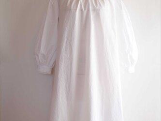 Iris -white dress-の画像