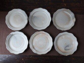 粉引きリム皿(ふちレース)の画像