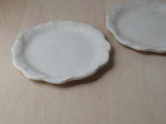 輪花皿(白小花)の画像
