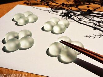 5個セット ● つや消しガラスの箸置き - 「 まるいガラス 」・4balls(Large)の画像