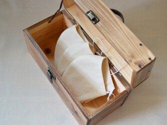 0310≪木製マスクケース≫国産ひのきのトランクBOX(ダークチョコ色×アンティークブロンズの取手)の画像