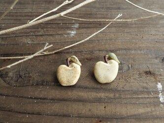 陶のリンゴブローチ2の画像