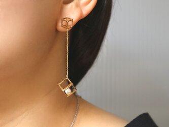 square swing pearl  pierce GLの画像