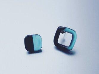 Bicolour asymmetric Earring black/greenの画像
