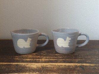 りすとひつじのマグカップの画像