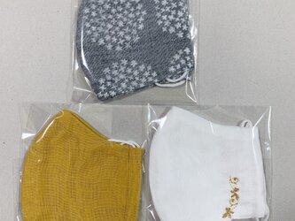 改ガーゼマスク 3枚 大きめサイズ 立体マスク 刺繍白からし花柄の画像