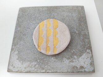 半円2(ホワイト×ゴールド Mサイズ) 陶土ブローチの画像