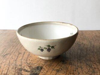 白化粧色絵 碗 ブドウの画像