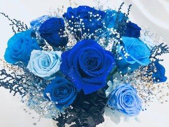プリザーブドフラワー/星空に染まった青い薔薇の神秘と奇跡/ 陶器花器アレンジ/フラワーケース付きの画像