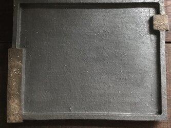 黒釉&黒泥彩掛け分け長角皿(sloped edge)の画像