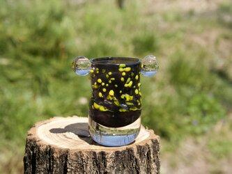 耳付き一輪挿し(茶に黄色の粒々)の画像
