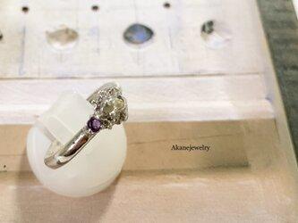 2月のカエル アメシストと小さなカエルの指輪の画像