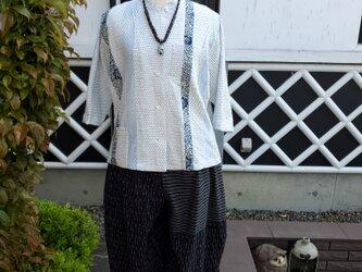 着物リメイク ハンドメイド 白 蚊絣 パッチ ブラウスの画像