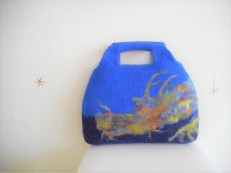 シルエットの龍バッグの画像