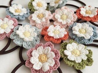 選べる!コットン糸で編むナチュラル雰囲気のお花ヘアゴムの画像