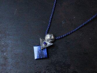 丸・三角・四角 カイヤナイトのネックレスの画像