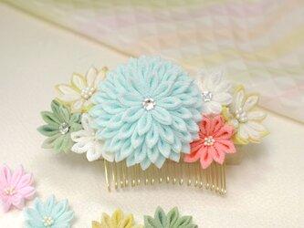 つまみ細工 万寿菊のコーム 水白藍 【和装・夏祭り・お正月・成人式・七五三・卒業式・結婚式】の画像
