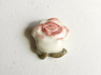 陶ブローチ ちいさなバラの画像