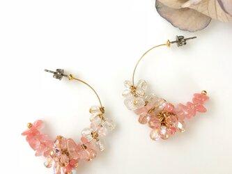【イヤリング・樹脂ピアス変更可能】桜色のピアスの画像