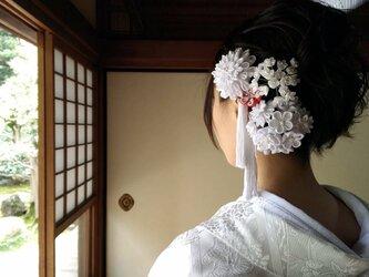 つまみ細工の花嫁さんの画像