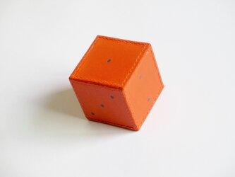 ブッテーロの箱縫いサイコロウエイト(オレンジ色)の画像