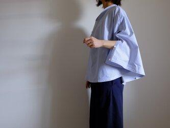 ポンチョ 風 プルオーバーシャツ / M size /コットン ストライプ【白に青】ポンチョなシャツ<受注制作>の画像