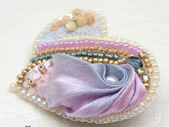ビーズ刺繍  ハートブローチ ピンクパープルの画像