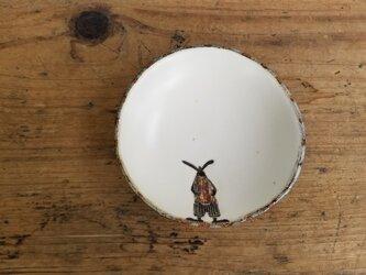 小皿no.57 ウサギ(しましまパンツにサスペンダー)の画像