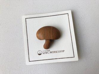 キノコのブローチの画像