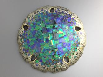 螺鈿とプラチナ箔の雪輪紋ブローチの画像