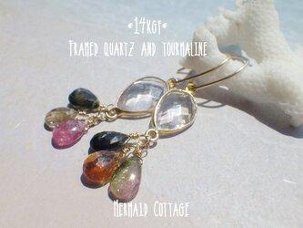 *14kgf* Framed quartz and tourmaline フレームクウォーツとトルマリンのダングリングピアスの画像