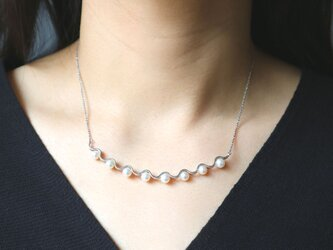 wave necklace with pearlの画像