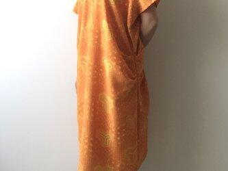 着物リメイクワンピース Vネックオレンジの画像