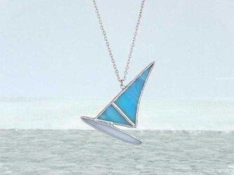 ステンドグラスのネックレス【ウィンドサーフィン】blueの画像