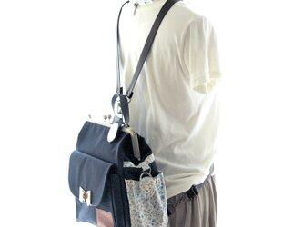リラックスデニム右ファスナー3WAYリボンリュック貴重品ポケット付き ブルーフラワーの画像