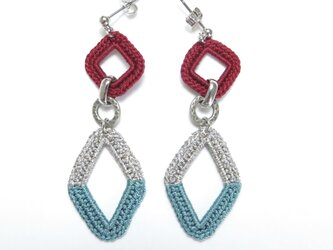 編みシリーズ ダイヤカラーブロックのピアスorイヤリングの画像