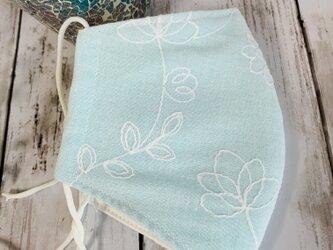 立体マスクM●花の刺繍水色。の画像
