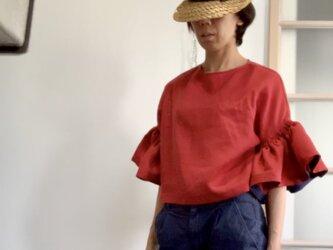 シワになりにくいリネン100% ボリューム袖のデザインブラウス  ブラッドオレンジの画像