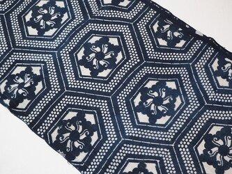 k0037 花亀甲文様型染め 藍染 柔らかい木綿☆古布・古裂 110cmの画像