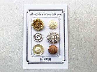 no.4 ビーズ刺繍のボタンシートの画像
