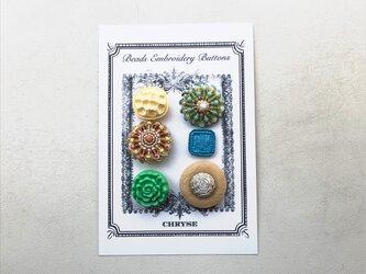 no.5 ビーズ刺繍のボタンシートの画像