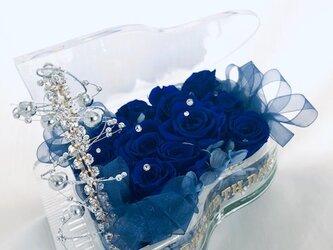 【プリザーブドフラワーピアノシリーズ】青い薔薇の神秘と奇跡の音色/フラワーケースリボンラッピング付きの画像