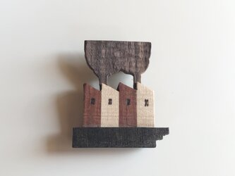 受注制作 木のブローチ 煙突シリーズ 工場Bの画像