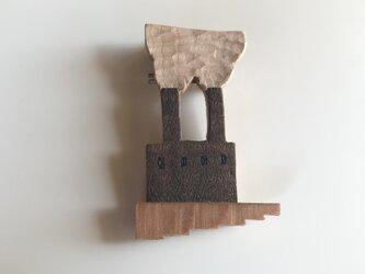 受注制作 木のブローチ 煙突シリーズ 工場Aの画像
