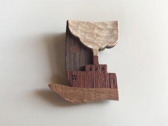 受注制作 木のブローチ 煙突シリーズ 船の画像