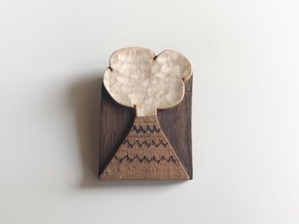 受注制作 木のブローチ 煙の画像