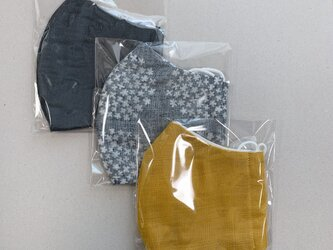 ガーゼマスク 3枚 大きめサイズ 再販変更あり 布マスク 立体マスク 花柄からしグレーの画像