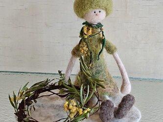 フラワーガールとミモザのミニリース(羊毛シート付)の画像