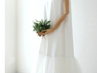 ホワイトデニムのウェディングドレスの画像