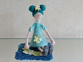 フラワーガールと紫陽花(押し花)の羊毛シートの画像
